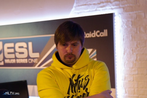 Na`Vi's manager caff