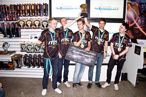 fnatic lifting the gold trophy