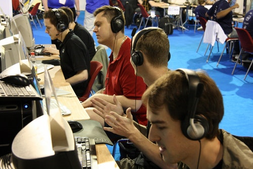 emuLate taking on x6tence in their first match at ESWC Masters.