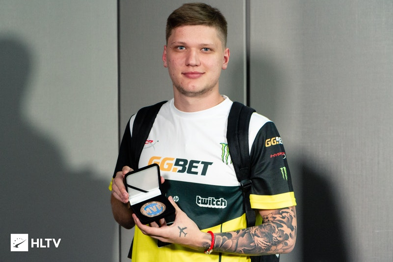 s1mple received his HLTV MVP medal for CS:GO Asia Championships