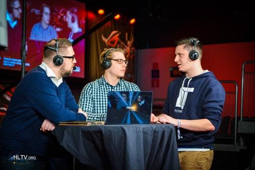 apEX at the analyst desk with Richard Lewis and zet