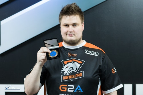 Snax with his HLTV MVP medal for SL-i Invitational #1