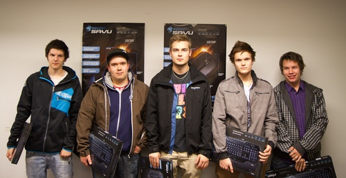 Team White: STOVVE, rafte, zabaz, kevyt and allu who won Areena #2 by ROCCAT and five ROCCAT Isku keyboards