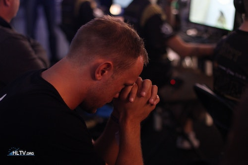 HeatoN looking nervous for his team