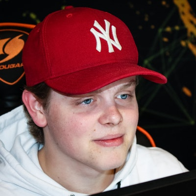 Image of CS:GO player larsen