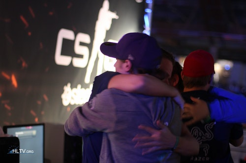 Devilwalk and cENTRYZ hugging it out