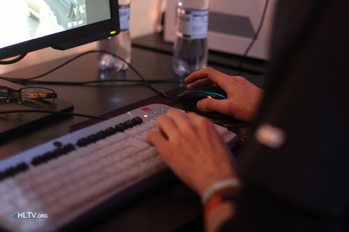 One of the /10/ players using arrow keys