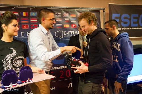 ioRek receiving the hardware prizes and his medal