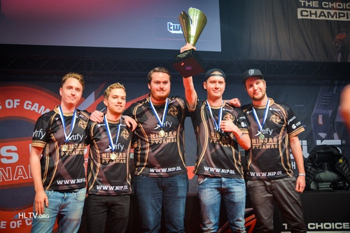 NiP with the winner trophy