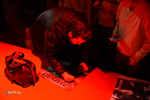 friberg signing for a fan