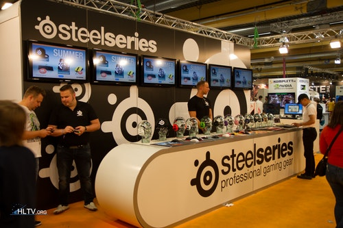natu, HeatoN and SteelSeries booth