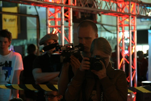 Lots of media gathered to cover the WGT tournament, in the picture Oscar from fragbite and julie from ESL.